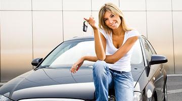 Precisa de alugar um carro em Paris?