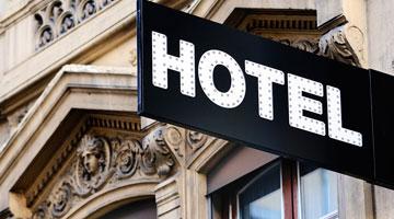 Procura um hotel?