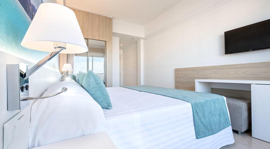 0641230f8 Azuline Hotel Bahamas Y Bahamas II, S'Arenal a partir de 52 €